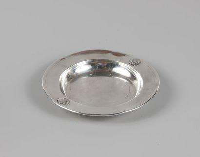Assiette à bouillie en argent 950 °/°° ornée...
