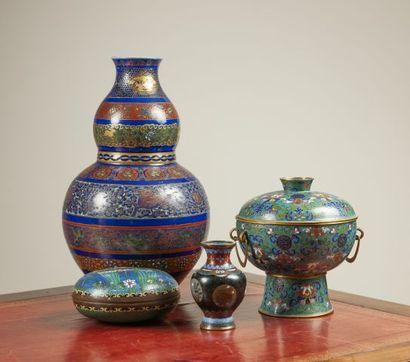 Vase coloquinte en céramique émaillée décor...