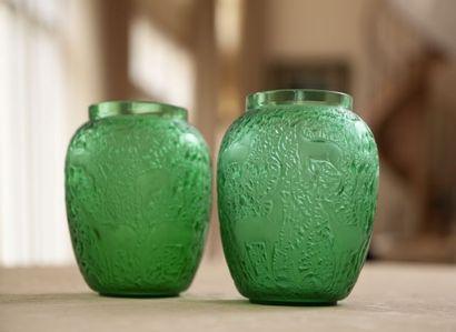 LALIQUE Deux vases Biches en verres soufflé...