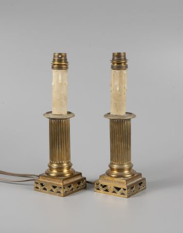 Paire de pieds de lampes en bronze doré à...