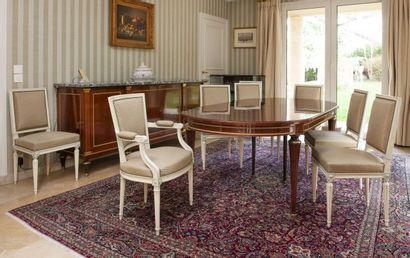 Suite de huit chaises à dossier rectangulaire en bois laqué crème, on y joint deux...
