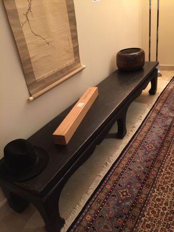Table à musique en elmwood craquelé noir....