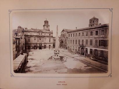 CARTES. Lot de 8 cartes entoilées 18e (Cassini) et 19e. Souvenir d'Arles. Album...