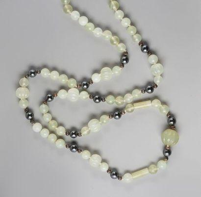 Sautoir de perles d'hématites alternées de...