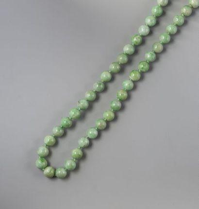 Collier de boules de jade jadéite, fermoir...