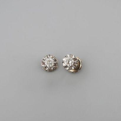 Paire de puces d'oreilles en or gris 750°/°°...