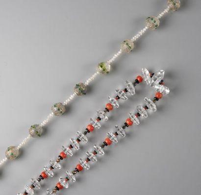 Lot de deux colliers en cristal facetté alterné...