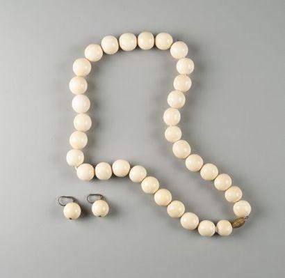 Demi-parure comprenant un collier et une...