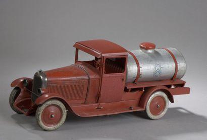CITROEN Camion citerne C4 Rouge 1930 - échelle...