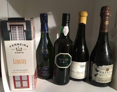 5 bouteilles dont 1 RATAFIA de René Geoffroy,...