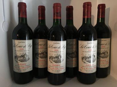 12 bouteilles de Château LA TOUR DE BY Médoc 1990, 2 base goulot, 2 très légèrement...