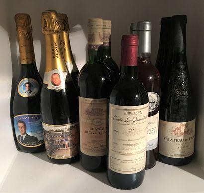 10 bouteilles de PERSONNALITESdont 1 Champagne...