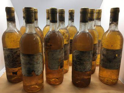 12 bouteilles de Château LOUPIAC-GAUDIET 1988, 3 base goulot, 7 légèrement bas,...