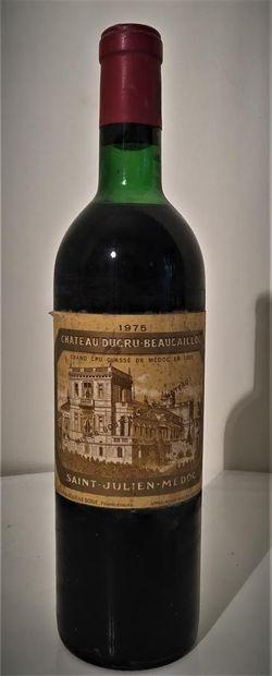 4 bouteilles dont 1 de Château La Magdelaine, Saint-Émilion Grand Cru Classé 1978...