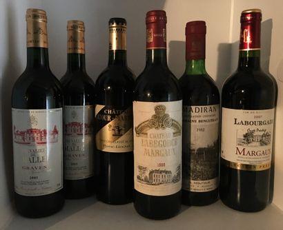 12 bouteilles dont 1 Château LATOUR-MARTILLAC,...