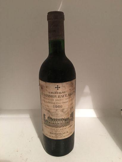 1 bouteille de Château LA MISSION HAUT BRION,...