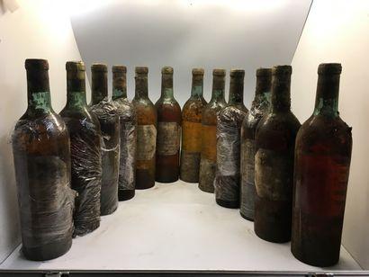 12 bouteilles de Château GRILLON Haut-Barsac, dont 2 de 1949 (2 mi-épaule), 1 de...