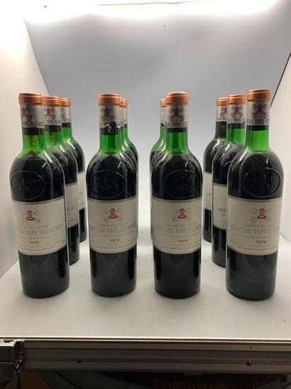 12 bouteilles de Château PAPE-CLEMENT 1973...
