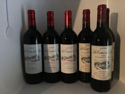 12 bouteilles de Château LA TOUR DE BY Médoc 9 de 1990, 4 base goulot, 3 de 200...