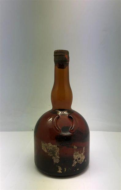 Un lot de bouteilles d'alcool, dont une bouteille de Porto Malvasia, une petite...