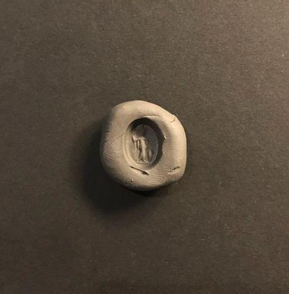 Intaille ovale tronconique gravée d'une Minerve debout. Cornaline. Art romain, IIIe...
