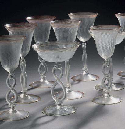 Service de verres à pieds en verre de Venise, la coupe à cannelures torsadées, le...