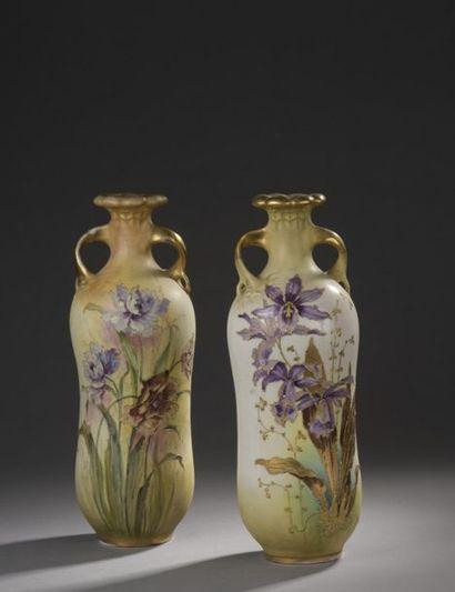 RSTK - Vienne  Deux vases en céramique au...