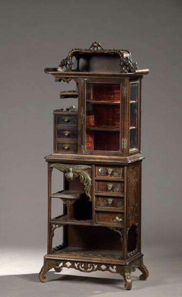 Petit cabinet en bois teinté, la partie haute...
