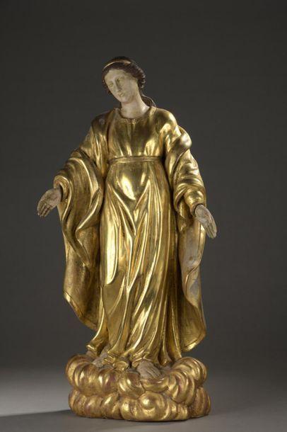 Sainte Vierge sur des nuées  Statue en bois...