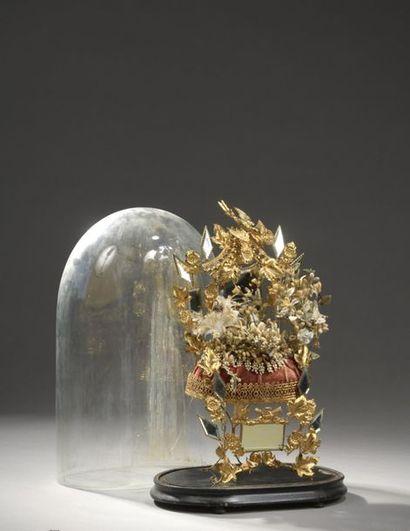 Globe de mariée contenant une couronne de...
