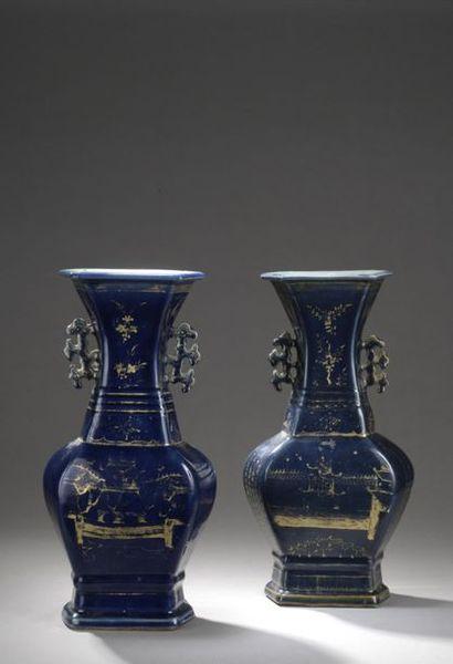 CHINE - Début XIXe siècle  Paire de vases...