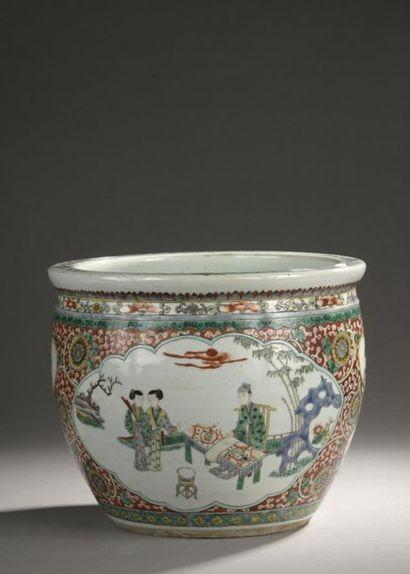 CHINE - XIXe siècle  Vasque en porcelaine...