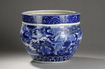 CHINE MODERNE  Vasque en porcelaine bleu...