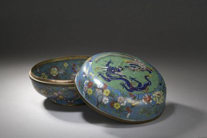 CHINE - XIXe siècle  Boîte ronde en bronze...