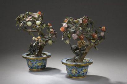 CHINE - XXe siècle  Paire de pots en bronze...