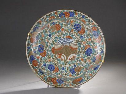 JAPON - XIXe siècle  Grand plat rond en porcelaine...