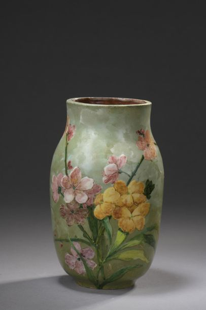 TRAVAIL FRANÇAIS  Vase en céramique à corps...