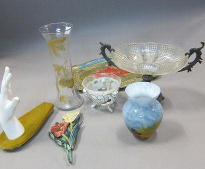Lot de bibelots : vase en verre marmoréen,...