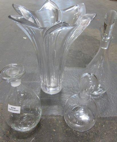 Lot de vases et carafes en cristal taill...