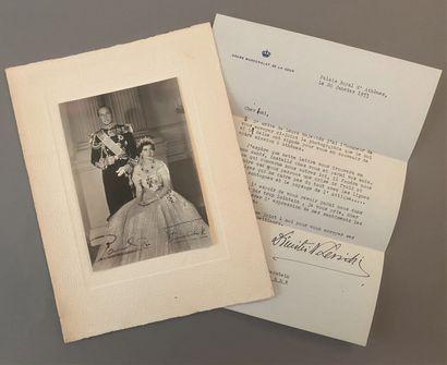 DOCUMENTS ÉTRANGERS.  - Photographie signée du roi de Grèce, PAUL Ier et de la reine...