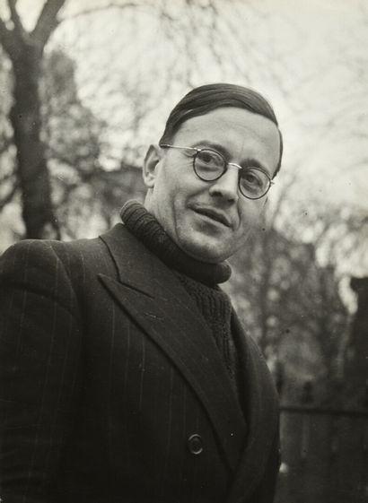 Robert Doisneau (1912-1994)  Le poète André...