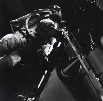 NASA  Apollo 9 : Activité extra-véhiculaire...