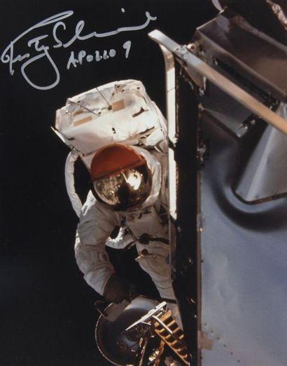 NASA  Apollo 9 : Sortie extra-véhiculaire...