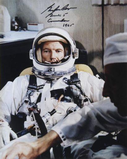 NASA  Gemini 5 : Gordon Cooper dans son costume...