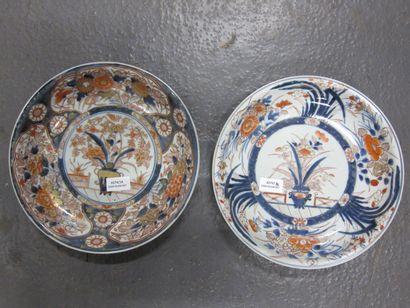Deux coupes en porcelaine Imari du Japon,...