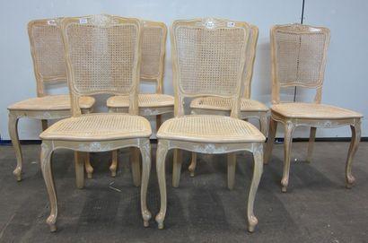 Six chaises cannées en bois mouluré et sculpté...