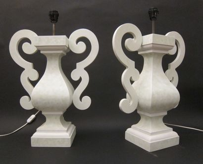 Grande paire de lampes de forme balustre...
