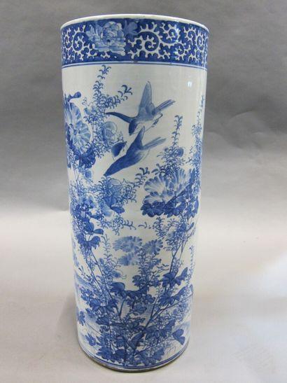 Porte parapluie en porcelaine à décor d'oiseaux...