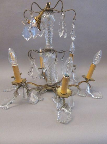 Lustre en bronze et pampilles de verre à...