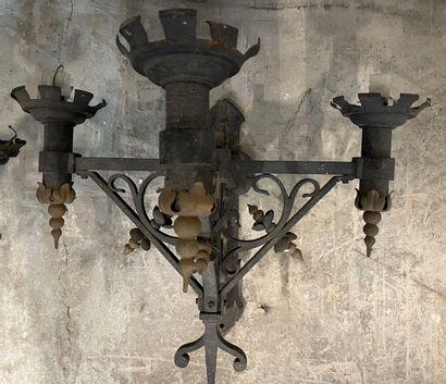 Paire appliques en fer forgé style gothique....